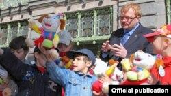 Виталий Милонов с детьми