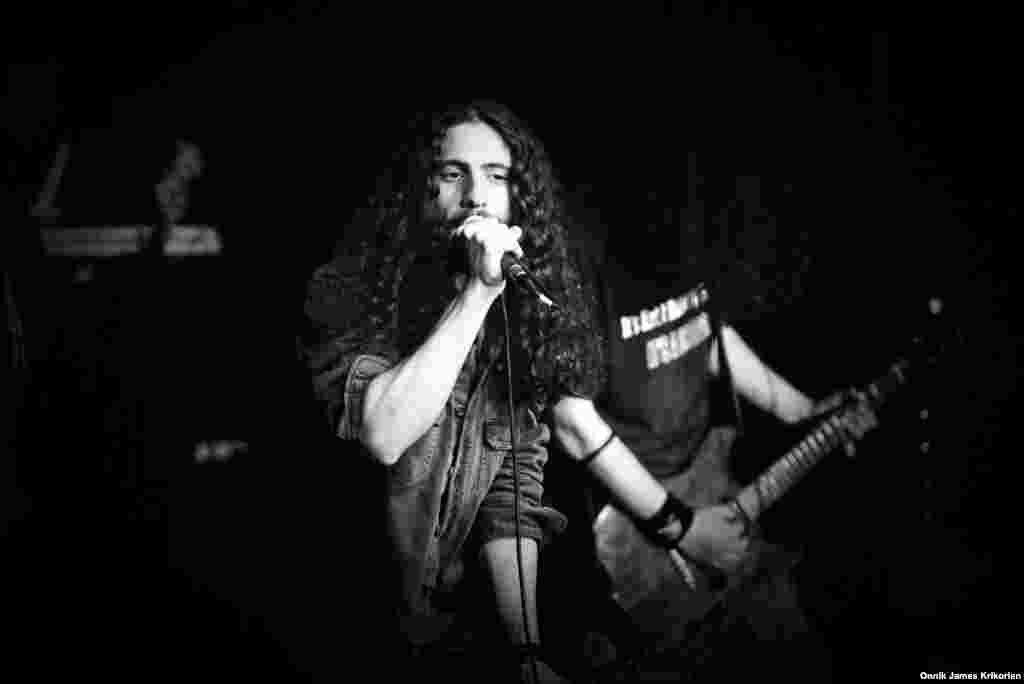 """Цотне Горгошидзе – ведущий исполнитель грузинской альтернативной панк-группы """"Дагдагани"""". Группа регулярно собирает аншлаги в кафе и ночных клубах"""