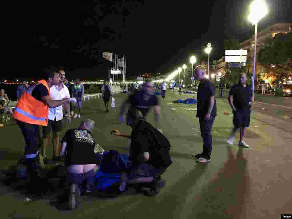 Во Франции введен режим чрезвычайного положения как минимум на три месяца