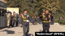 Полковник Халимов (справа)