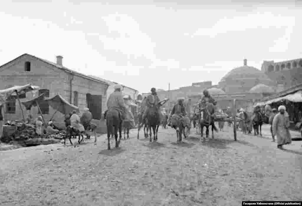Улица Ташкентская, проходящая через старый город Самарканда.Фотография слева сделана в конце XIX века.