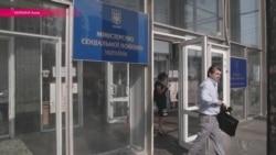 """Украина: переселенцев лишили пособий, пока чиновники ищут """"мертвые души"""""""