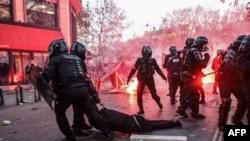 Задержания протестующих в Париже