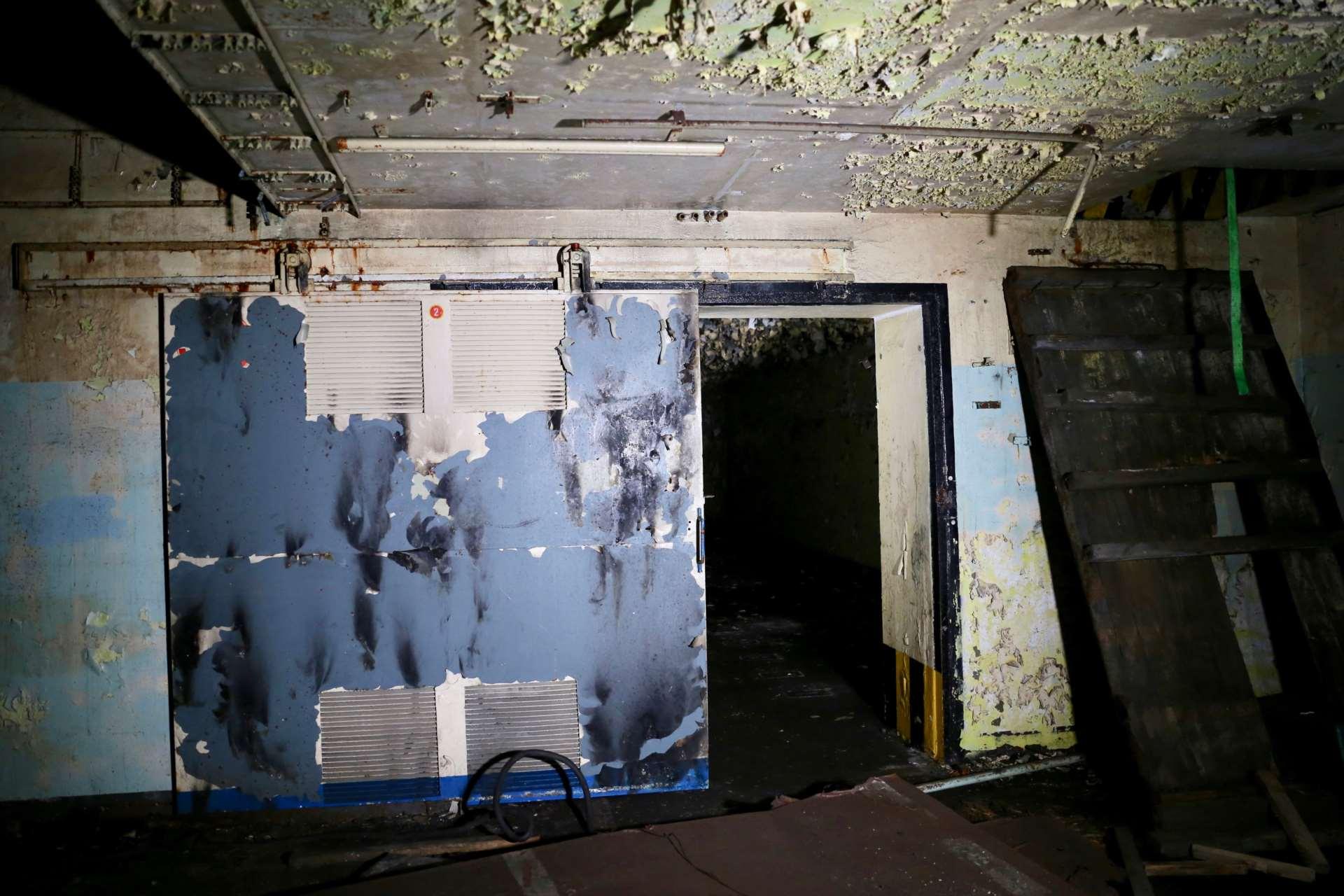 Сдвижная дверь в помещение склада для хранения ядерных боеголовок