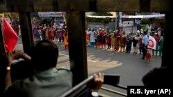 Часть колонны женщин, которые требуют равноправия в Индии. 1 января 2019