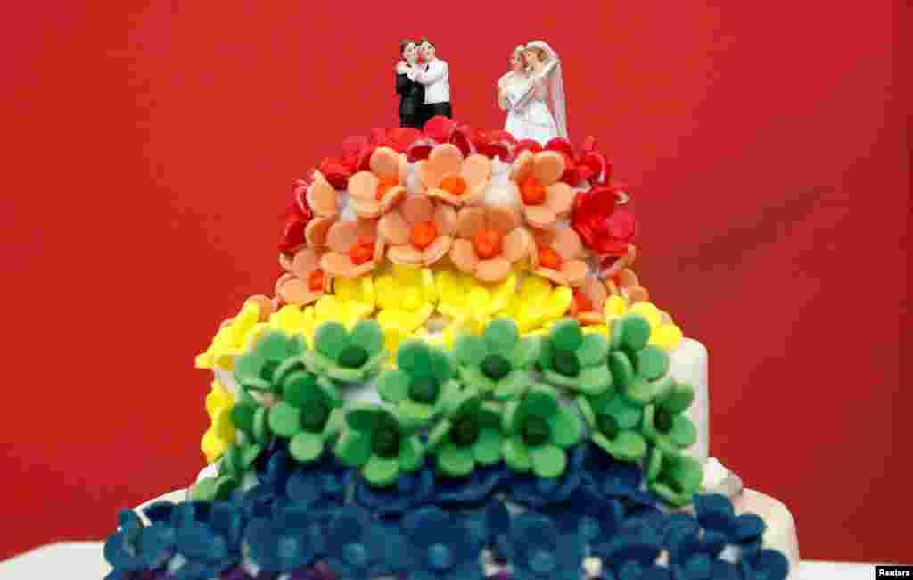 До сих пор однополые союзы могли регистрировать свои отношения лишь в форме однополых партнерств, то есть они обладали меньшими правами, чем традиционные браки. В частности, они не имели льгот при налогообложении, которые получают семьи в Германии, а также не могли усыновлять детей