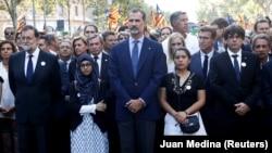 Король Испании Фелипе IV, премьер Испании Мариано Рахой и глава Каталонии Карлес Пучдемон после терактов в Барселоне