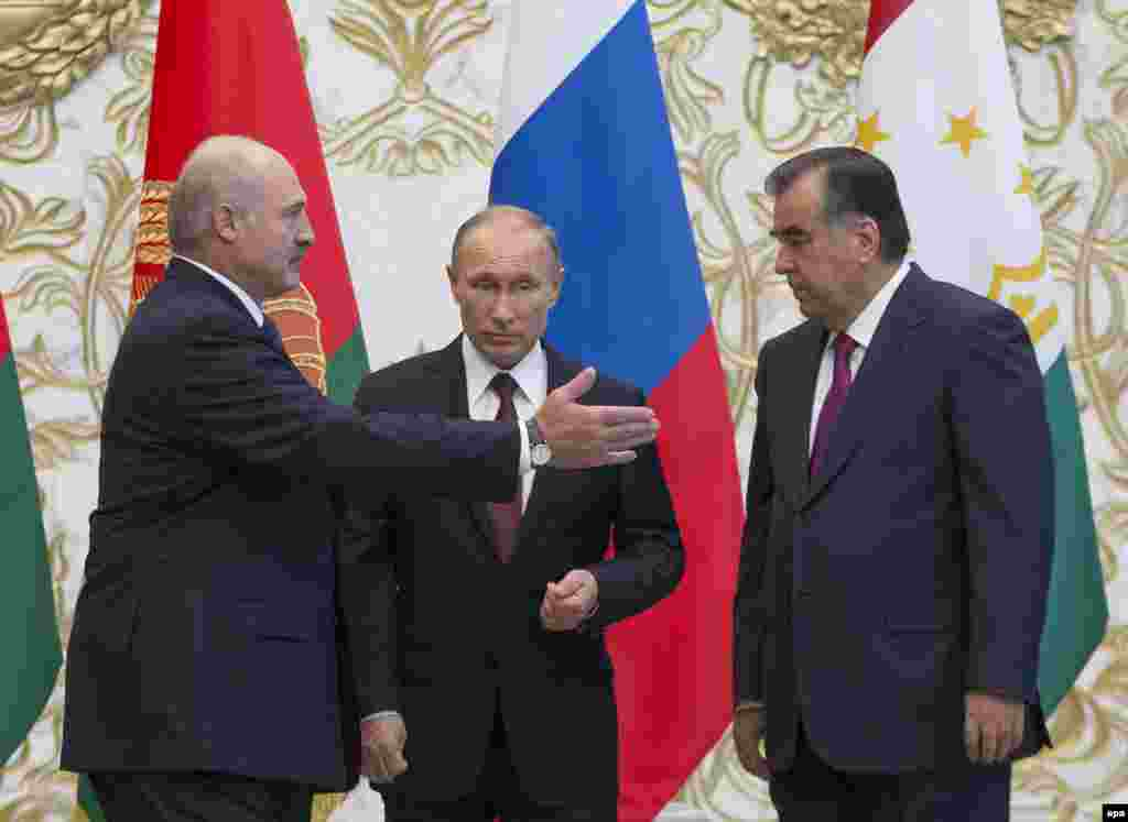 Президенты Белоруси, России и Таджикистана - Александр Лукашенко, Владимир Путин и Эмомали Рахмонов