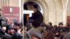 Президент самопровозглашенной Абхазии отказался уходить в отставку, оппозиция завладела оружием