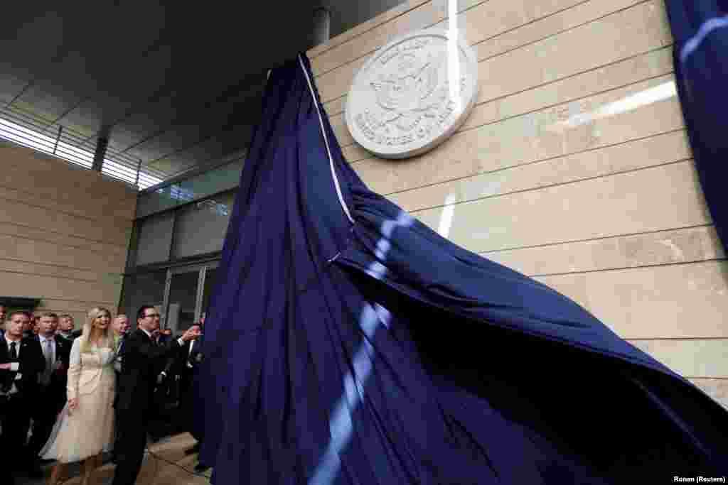 Стив Мнучин и Иванка Трамп открывают американское посольство