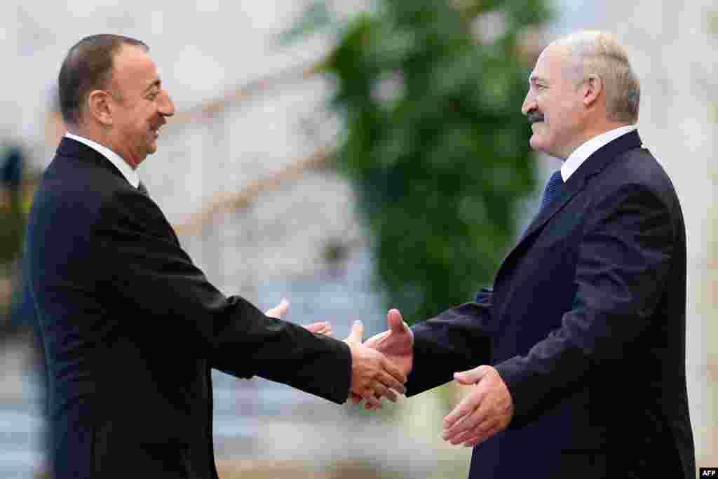 Лидеры Азербайджана и Белоруси Ильхам Алиев и Александр Лукашенко