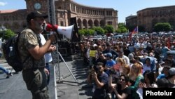 Никол Пашинян на митинге в Ереване на площади Республики