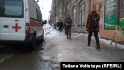 Снег и наледь на улицах Санкт-Петербурга