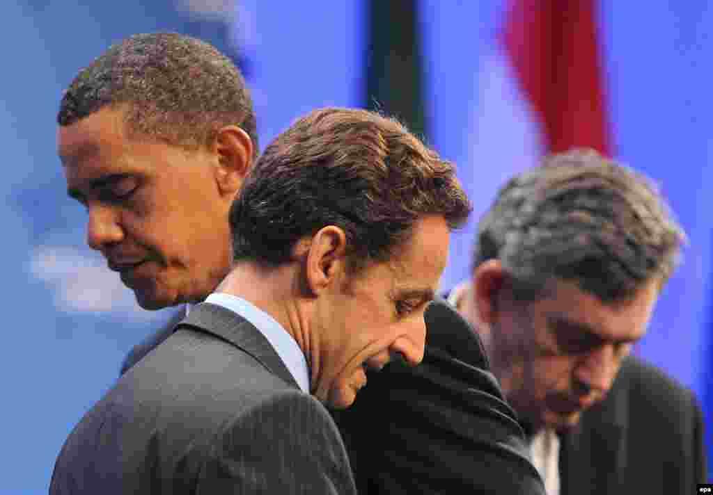 Барак Обама, президент Франции Николя Саркози и премьер-министр Великобритании Гордон Браун на саммите G20 в Питтсбурге, штат Пенсильвания, 25 сентября 2009 года. Ранее лидеры трех стран подняли вопрос о секретном иранском ядерном объекте и потребовали, чтобы Иран начал сотрудничество с международной инспекцией по своей ядерной программе.