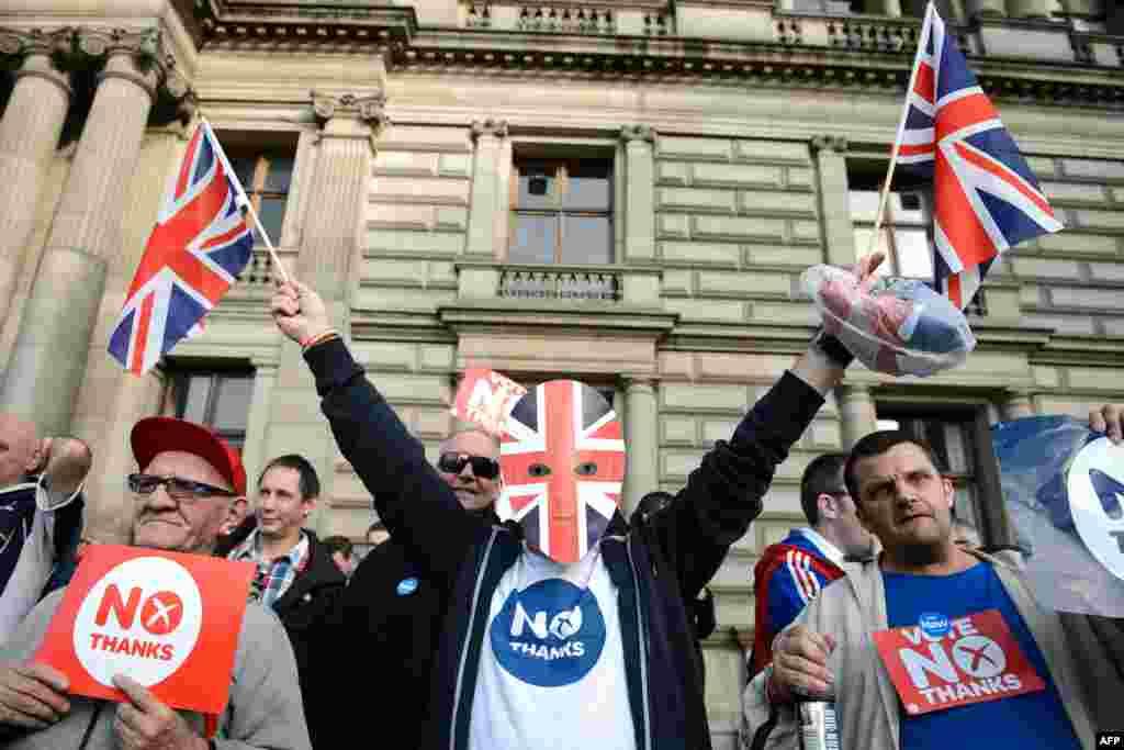 Противники и сторонники независимости Шотландии на площади Св.Георгия в Глазго. 17.09.2014.