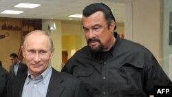 Владимир Путин и Стивен Сигал на открытии спорткомплекса