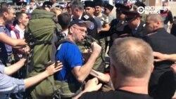 Навальный в Анапе: драка на вокзале с казаками