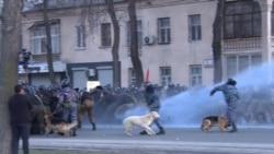Полиция силой разогнала протесты в Бишкеке