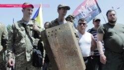 Добровольцы в Одессе пришли в облсовет за льготами и выбили дверь