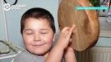 Мальчик чудом выжил после падения из окна: его лечили всей страной