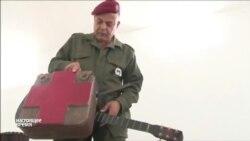 Солдат из Туниса делает гитары и барабаны из списанных боеприпасов