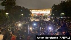 Участники встречи с депутатами на Пушкинской площади в Москве, вышедшие 20 сентября 2020 года выразить несогласие с результатами выборов. Фото: RFE/RL