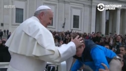 Франциск прокатил на папамобиле мальчика с синдромом Дауна
