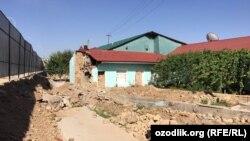 Снесенные при строительстве резиденции и расширении дороги дома