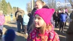 """""""Это не была угроза"""". Девочка Таня из Волоколамска о знаменитом жесте, протестах и своей розовой шапке"""