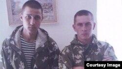 Приговоренные за убийство российские военные Федор Басимов и Ильдар Сахапов