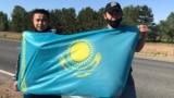 Бежавшие из Cиньцзяна (Китай) этнические казахи Кастер Мусаханулы и Мурагер Алимулы в Восточно-Казахстанской области Казахстана