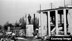 Памятник Ленину устоял