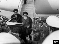 Рухолла Хомейни прибыл в Тегеран, 1 февраля 1979