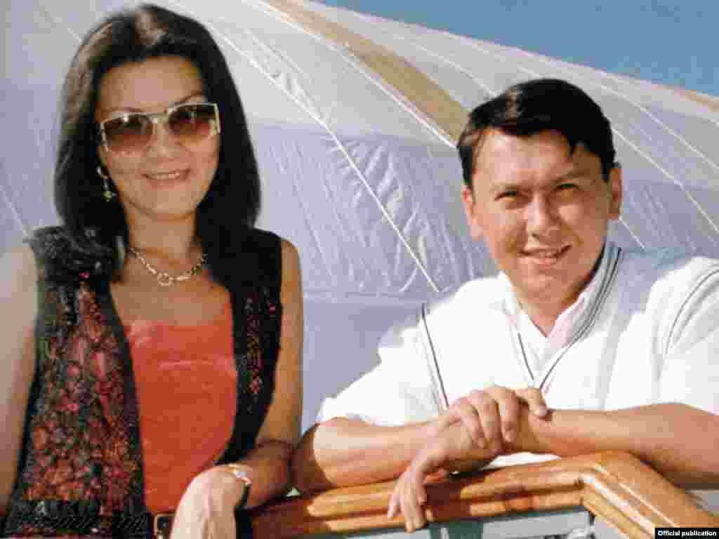 Брак Дариги Назарбаевой и Рахата Алиева был расторгнут в 2007 году по решению суда без участия Алиева.У Рахата Алиева и Дариги Назарбаевой трое детей - Нурали Алиев, Айсултан Назарбаев и Венера Назарбаева.