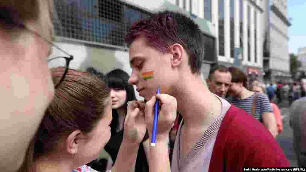 У противников марша полиция изъяла балаклавы, пиротехнические средства имедицинские маски
