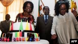 Мугабе отмечает день 92-й день рождения