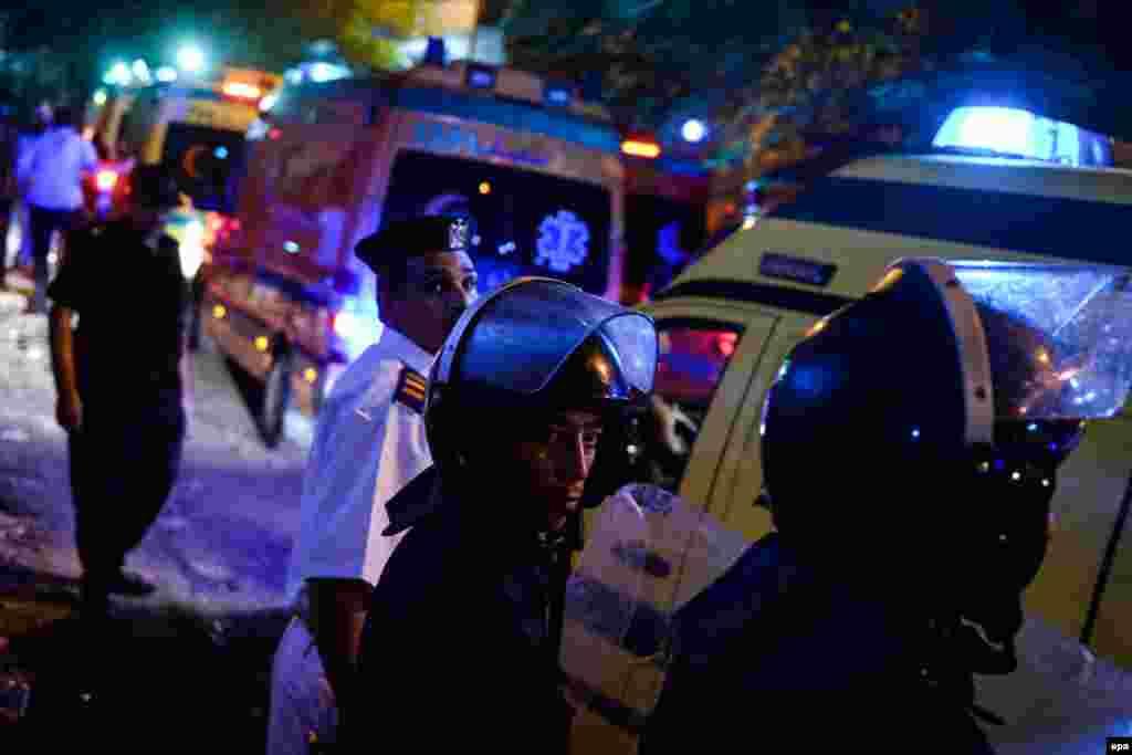 Скорые привезли тела погибших в каирский морг Зейнхом