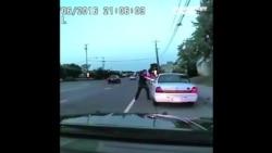 С полицейского, который выстрелил в человека на этом видео, сняли обвинения в убийстве