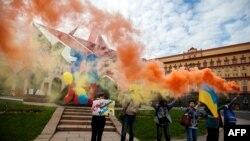 Активисты пикетируют в честь дня рождения Надежды Савченко у здания ФСБ России, Москва 11 Мая