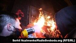 """Участники акции 20 марта скандировали лозунги против министра внутренних дел Арсена Авакова, полиции, """"Свободу Стерненко"""", """"Свободу политзаключенным"""" и другие"""