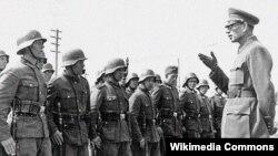 Андрей Власов с солдатами Русской освободительной армии