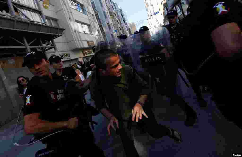 300 полицейских оцепили улицы и заблокировали движение