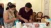 Младенцы от суррогатных матерей дождались биологических родителей: первые семьи прилетели в Киев