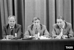 (Слева направо) Члены ГКЧП Борис Пуго, Геннадий Янаев и Олег Бакланов на пресс-конференции в Москве 19 августа 1991 года. Фото: ИТАР-ТАСС