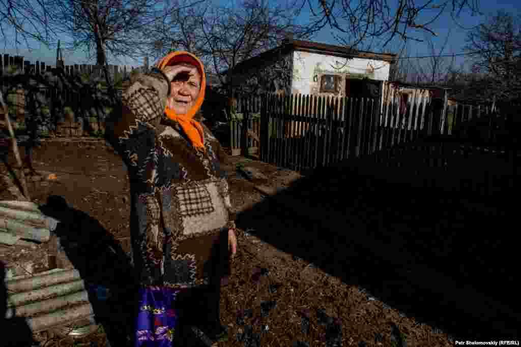 75-летняя Мария Андреевна живет в деревне Зайцево, где проходит линия разграничения между силами пророссийских сепаратистов и украинскими военными