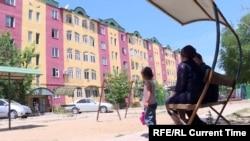 Дом в Оше, где живут пострадавшие в конфликте в 2010 году