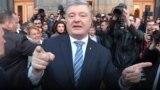 Порошенко вышел к людям, которые пришли поблагодарить его в Киеве