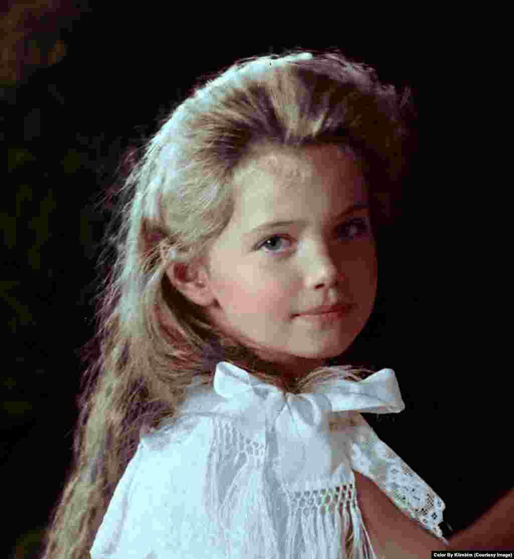 На фото – Великая княжна Мария Николаевна, третья дочь царя Николая II, 1906 год. Царская семья была убита большевиками в 1918 году