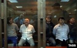 Рустам Махмудов, Лом-Али Гайтукаев, Джабраил Махмудов, Ибрагим Махмудов и Сергей Хаджикурбанов (слева направо)