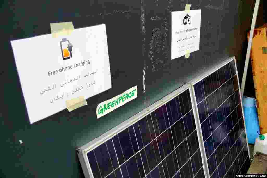 Энергию получают, в том числе, от двух больших солнечных батарей